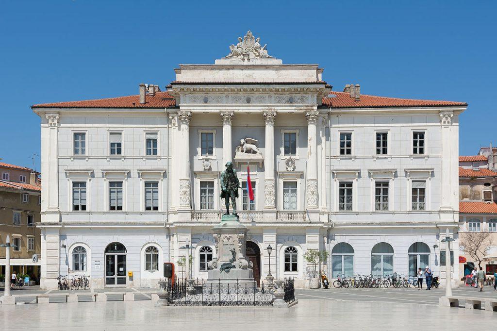 slika – občinska palača